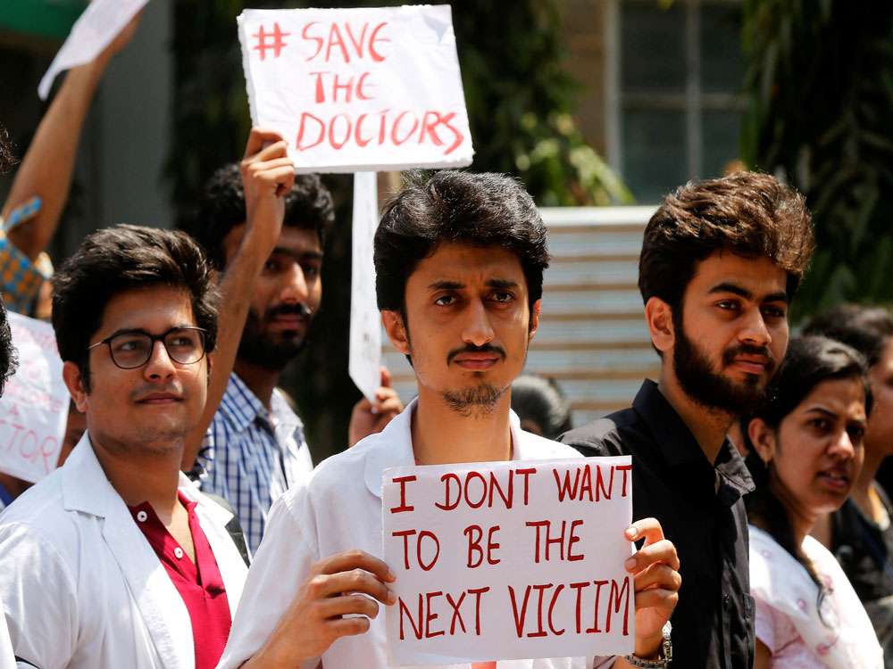 Resident doctors in Maha call off stir; resume duties