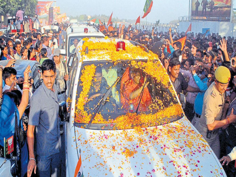 CM felicitated on first trip to native Gorakhpur
