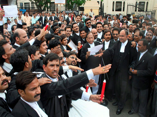 Law panel for punishment to lawyers going on strike