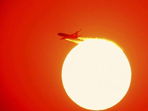 Earth-like planetary waves discovered on Sun