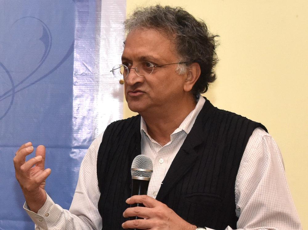 Getting threats for criticising BJP, Modi: Ramachandra Guha