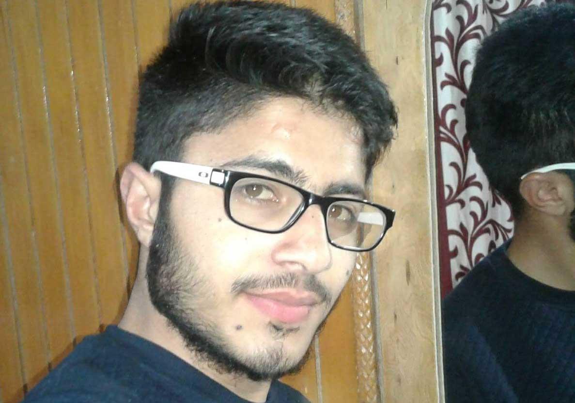 Kashmiri boy back home a week after joining militancy