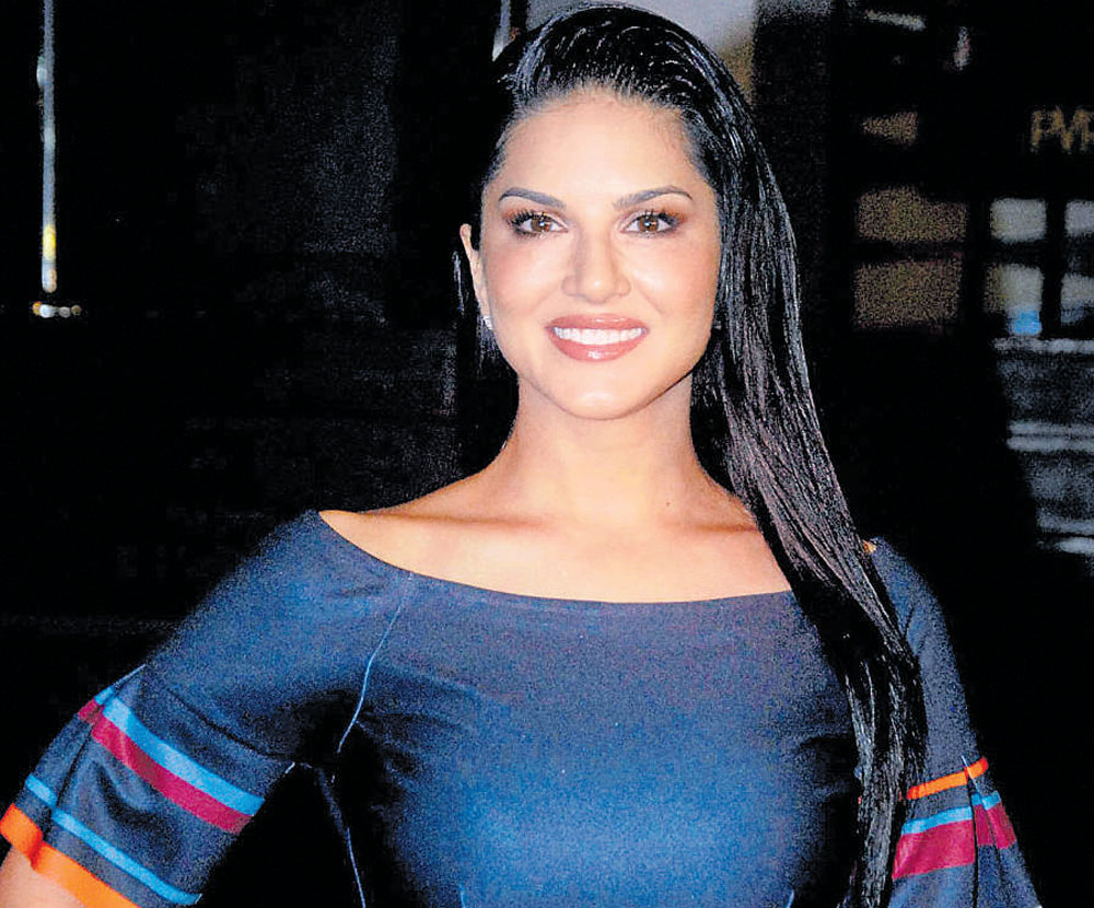 Let's judge Priyanka for her actions, not clothes: Sunny Leone