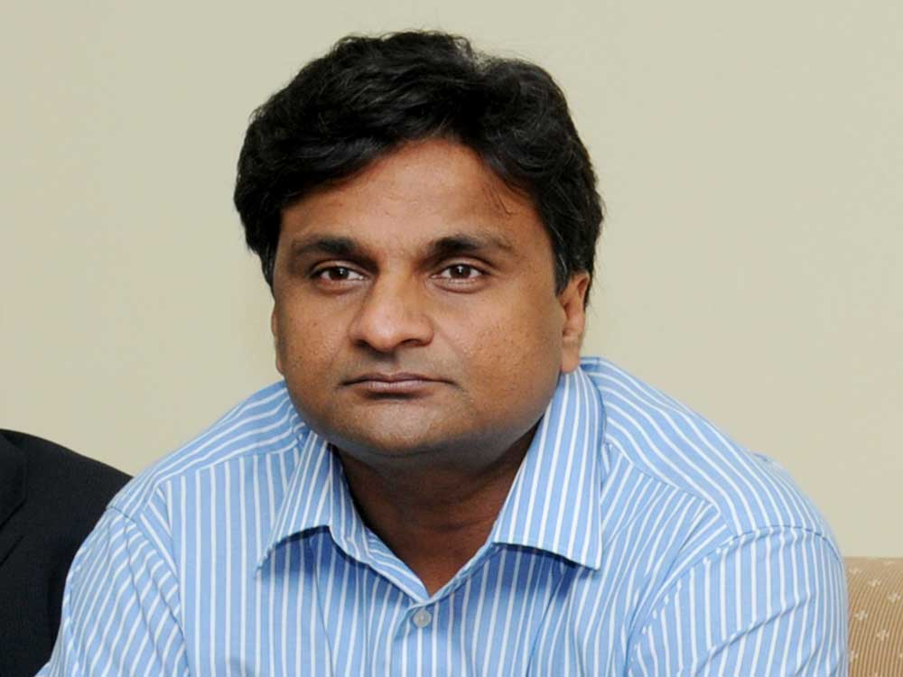 Have not applied my mind on Ram Guha's suggestion: Srinath