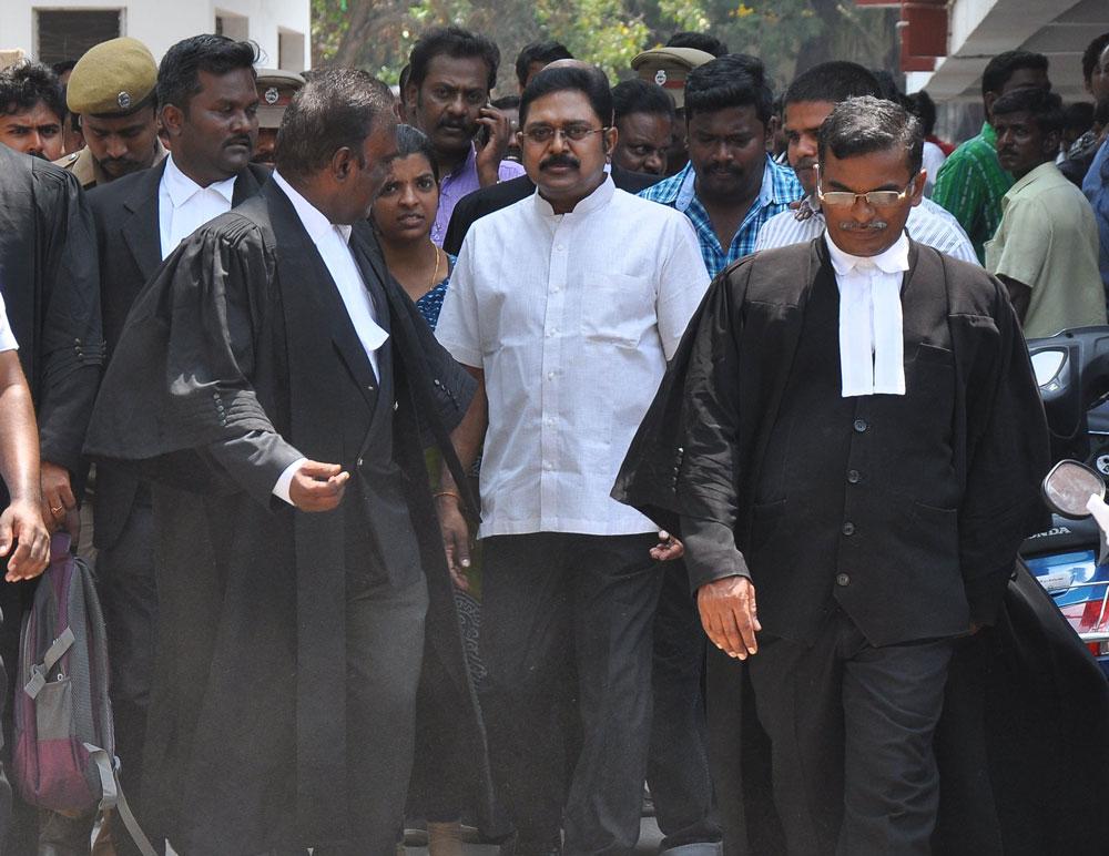 Ruling faction says it will keep Sasikala, Dhinakaran away
