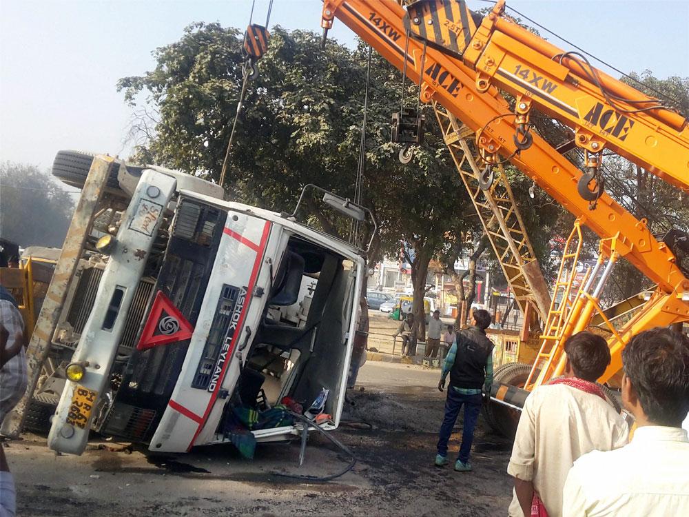 Zimbabwe bus crash kills 43: police