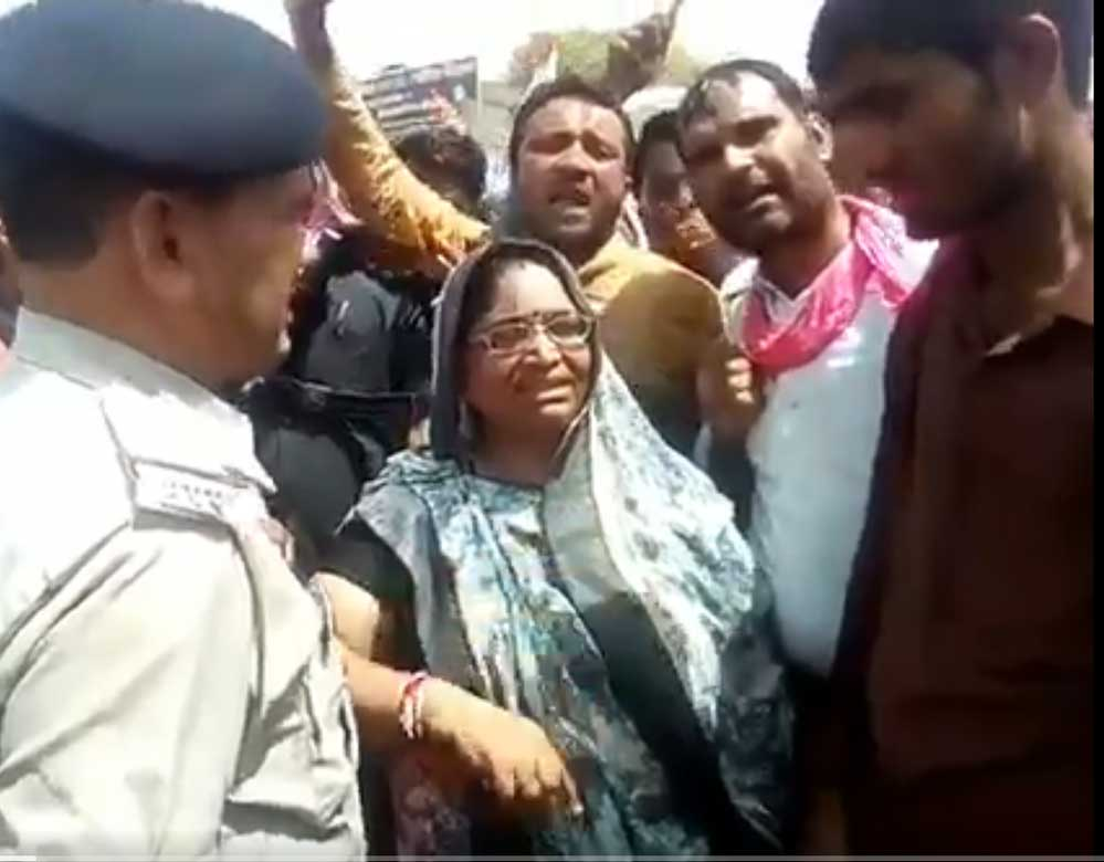 Video of Cong MLA asking protesters to set police station afire goes viral