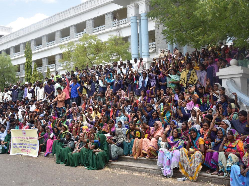 Protesting pourakarmikas pour their woes out
