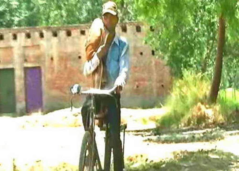 Man cycles 10 kms with infant's body on shoulder in UP
