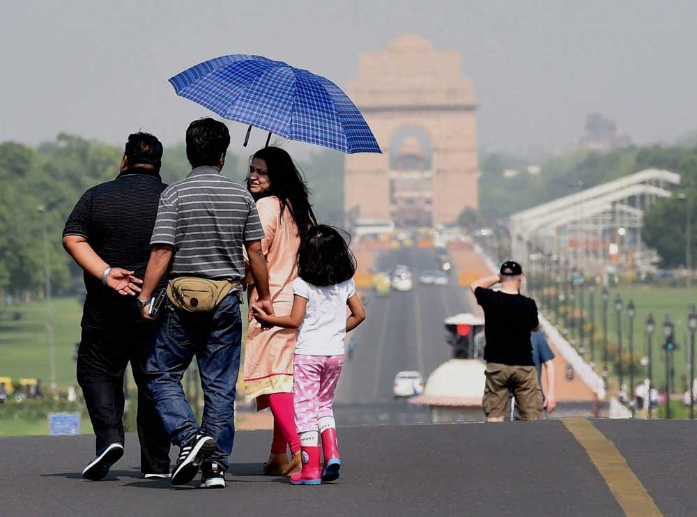Sultry in North, monsoon inch closer to Odisha, Bihar