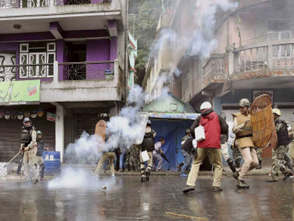 Bengal govt, Centre at loggerheads over violence in Darjeeling