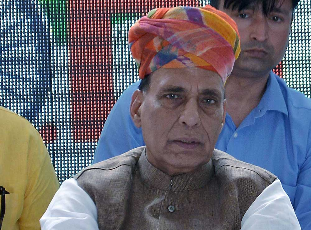 Rajnath Singh suffers leg fracture