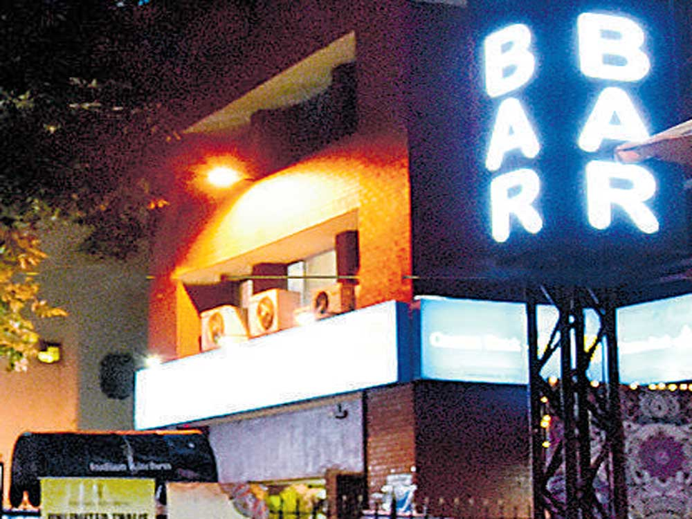 827 liquor outlets to go dry from midnight