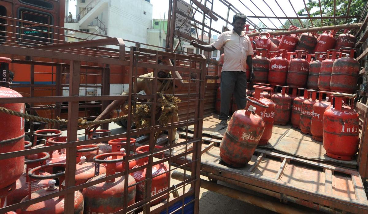 LPG price hiked by Rs 4.50 per cylinder