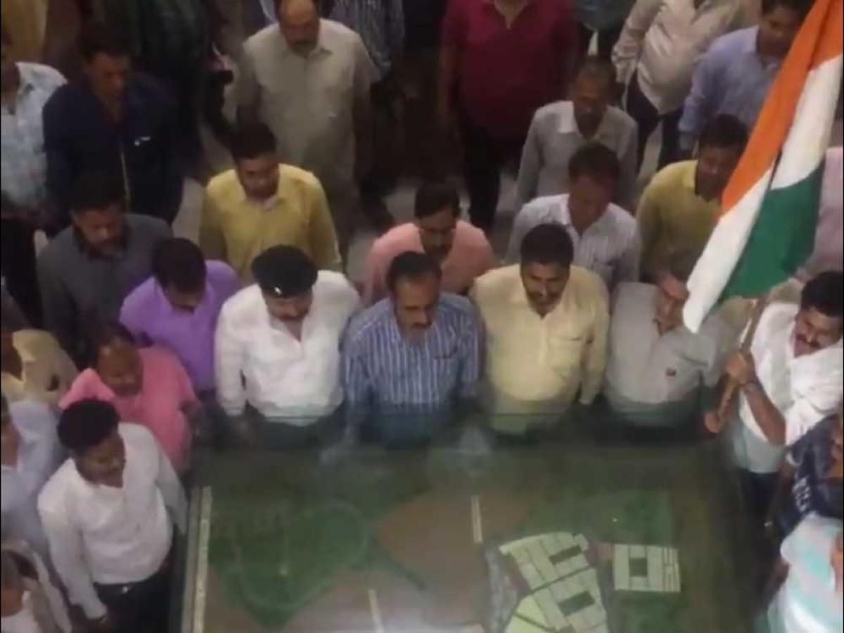 Jaipur municipal staff fluff lines of national anthem; officials blush