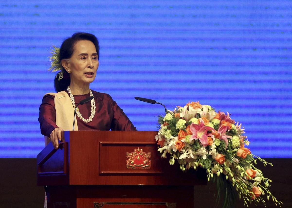 Myanmar's Suu Kyi makes first visit to crisis-hit northern Rakhine