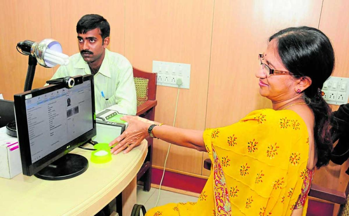 SC seeks Centre's reply on pleas challenging Aadhaar Act