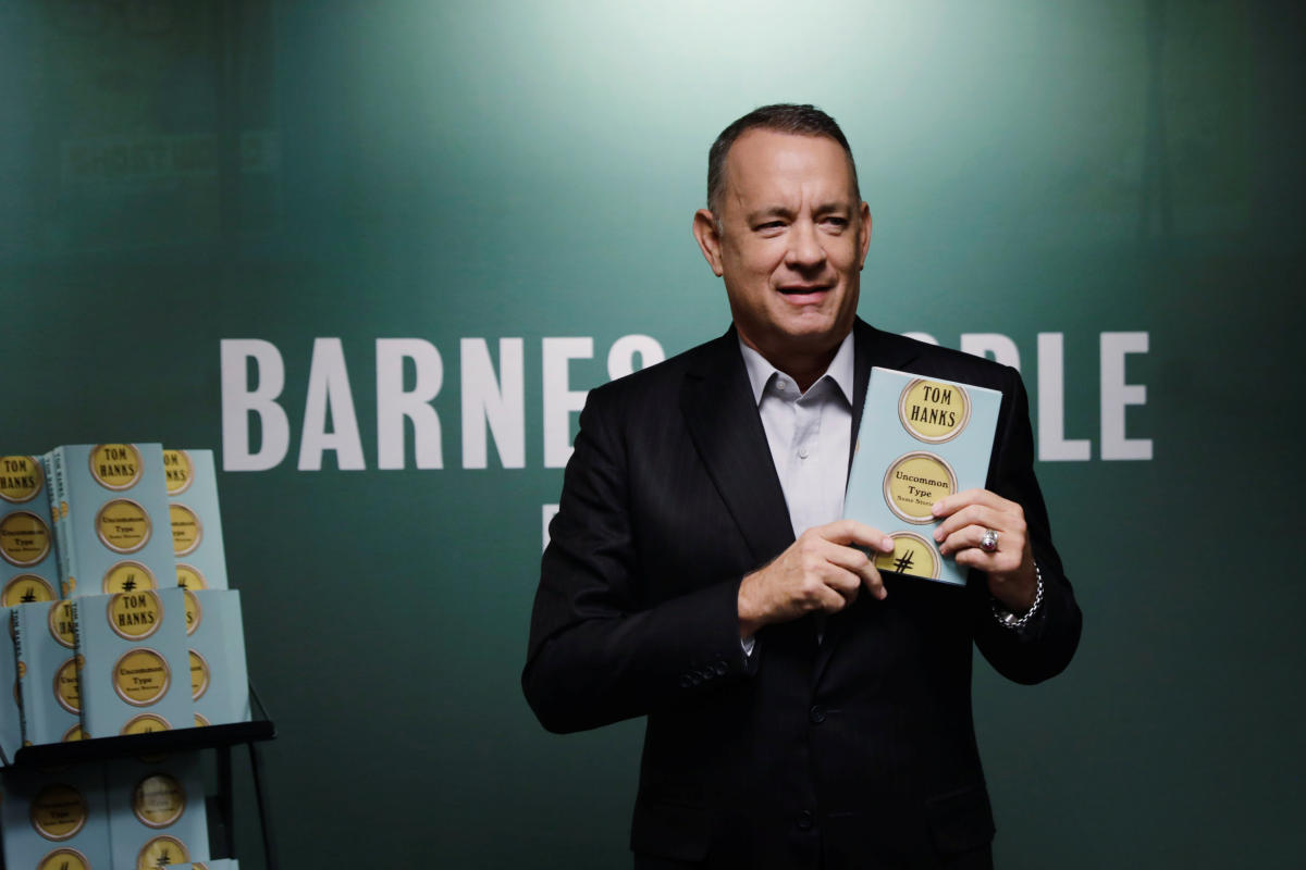 Tom Hanks helps man propose to his girlfriend