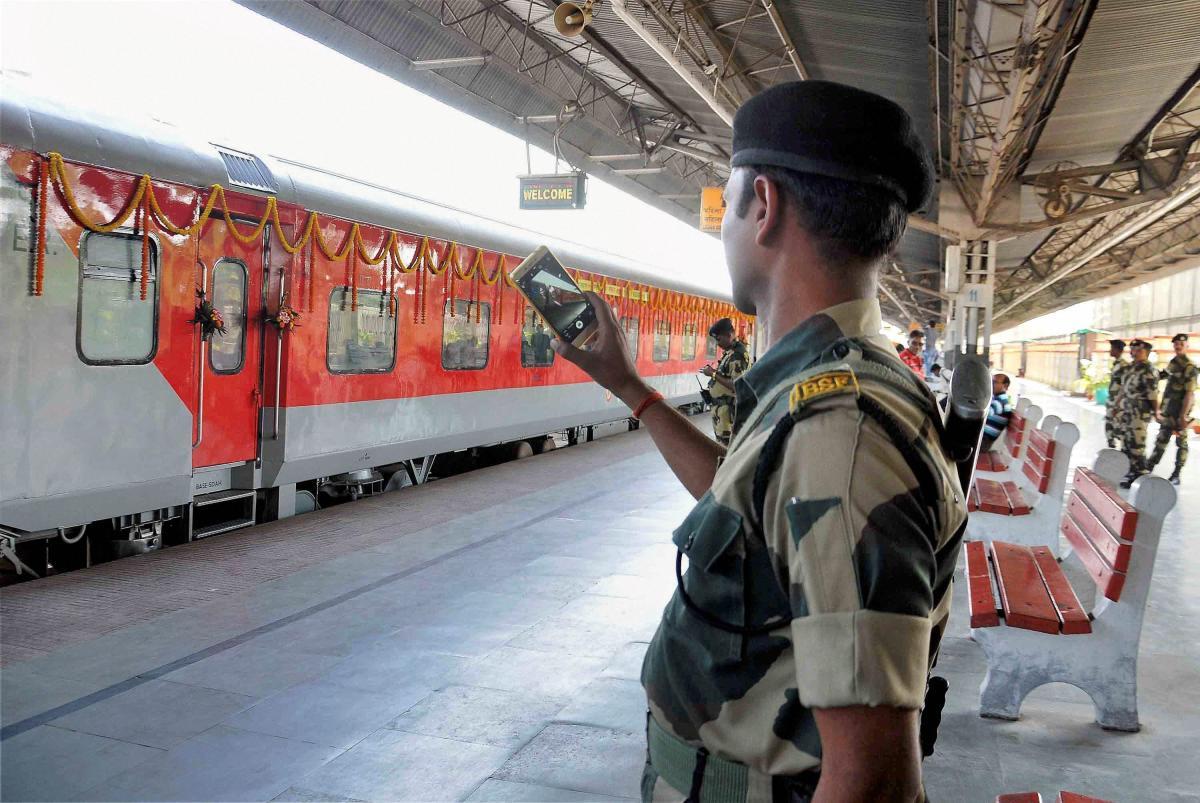 Modi, Sheikh Hasina, Mamata flag off Bandhan Express