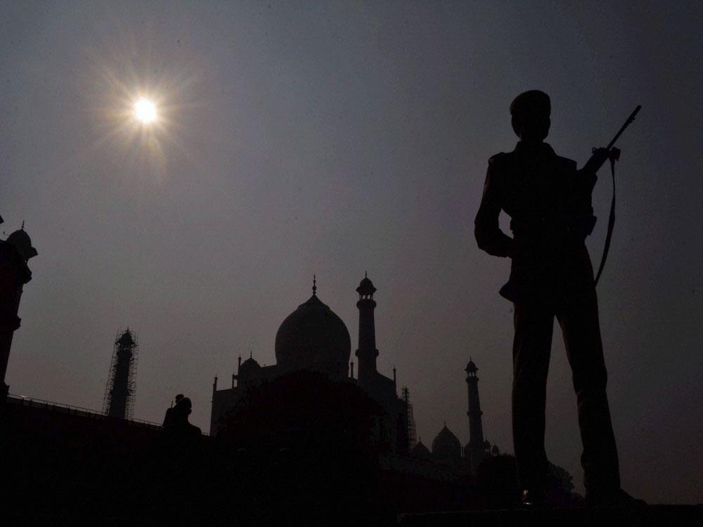 Smog threatens Taj Mahal