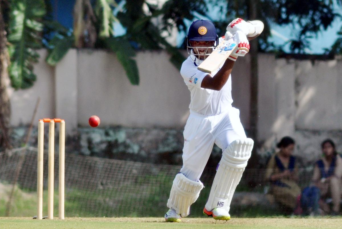 Sri Lankans sparkle on day one
