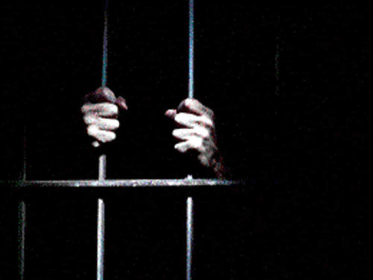 Pak arrests 55 Indian fishermen