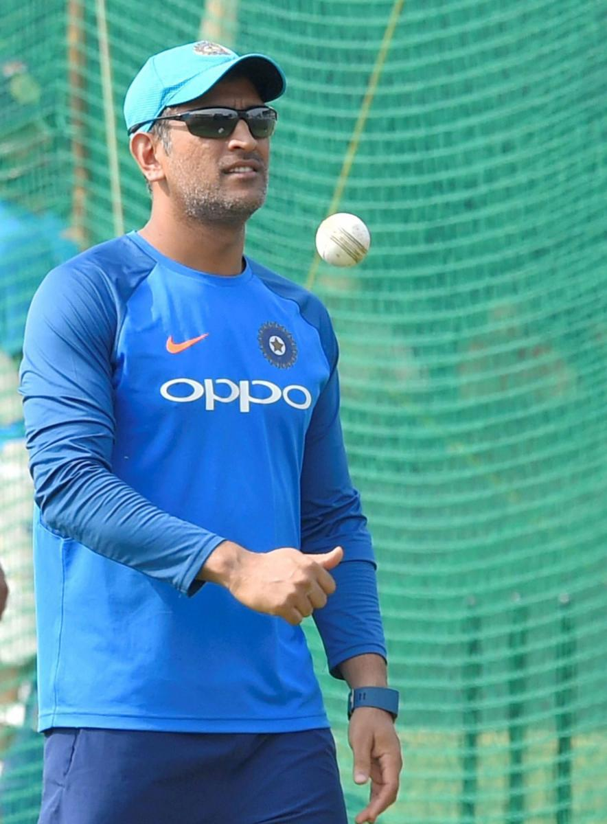 Dhoni plays down criticism