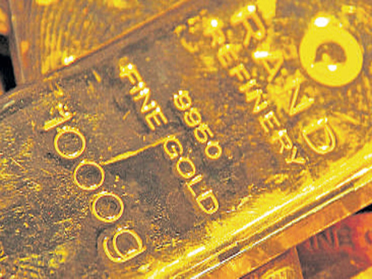 Gold breaks 3-day rise, down Rs 100 on global cues, low demand