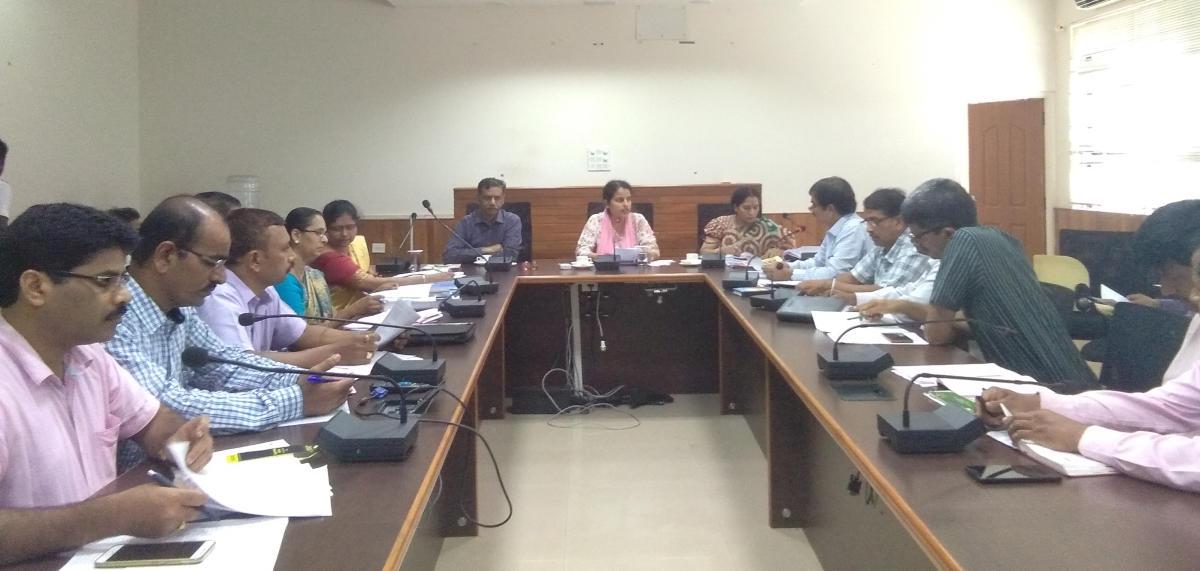 'Seek help of alumni associations for school development'