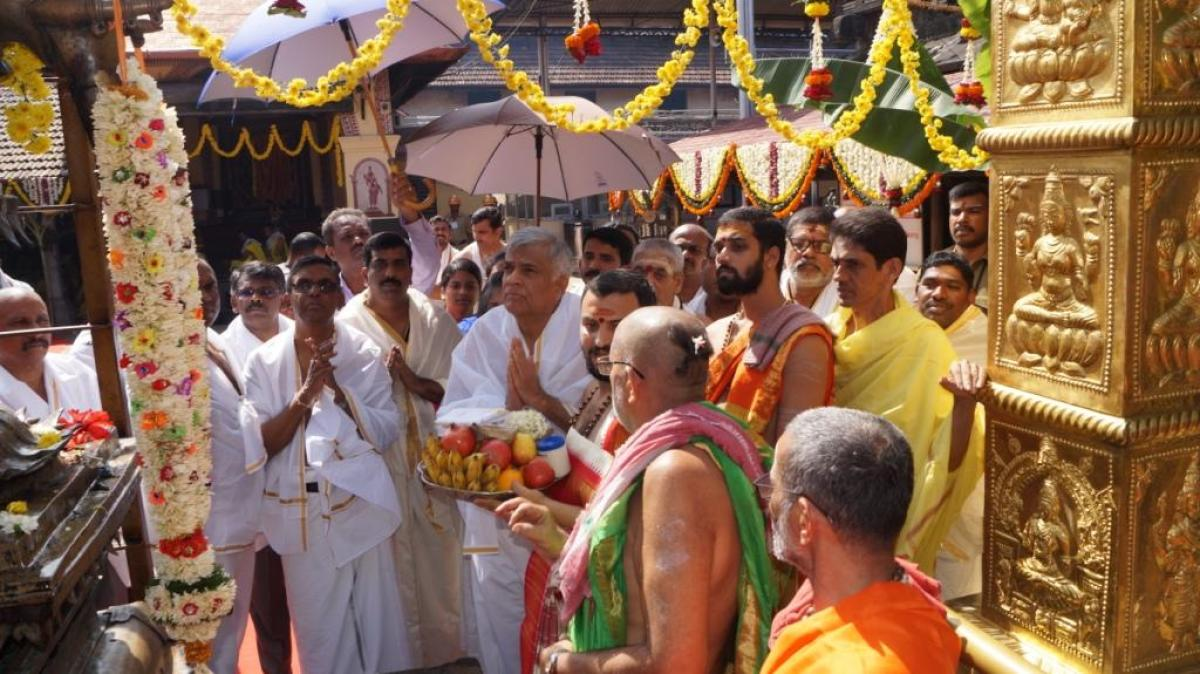 Sri Lankan PM offers prayers at Kollur temple