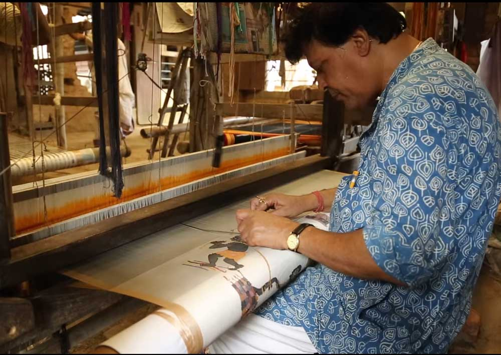 Honorary doctorate to weaver for depicting Ramayana on sari