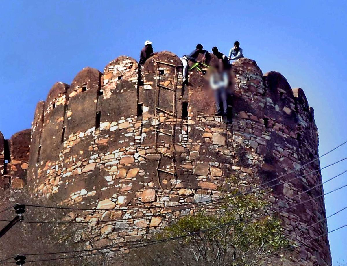 Man found hanging at Nahargarh Fort, anti-'Padmavati' messages found near body