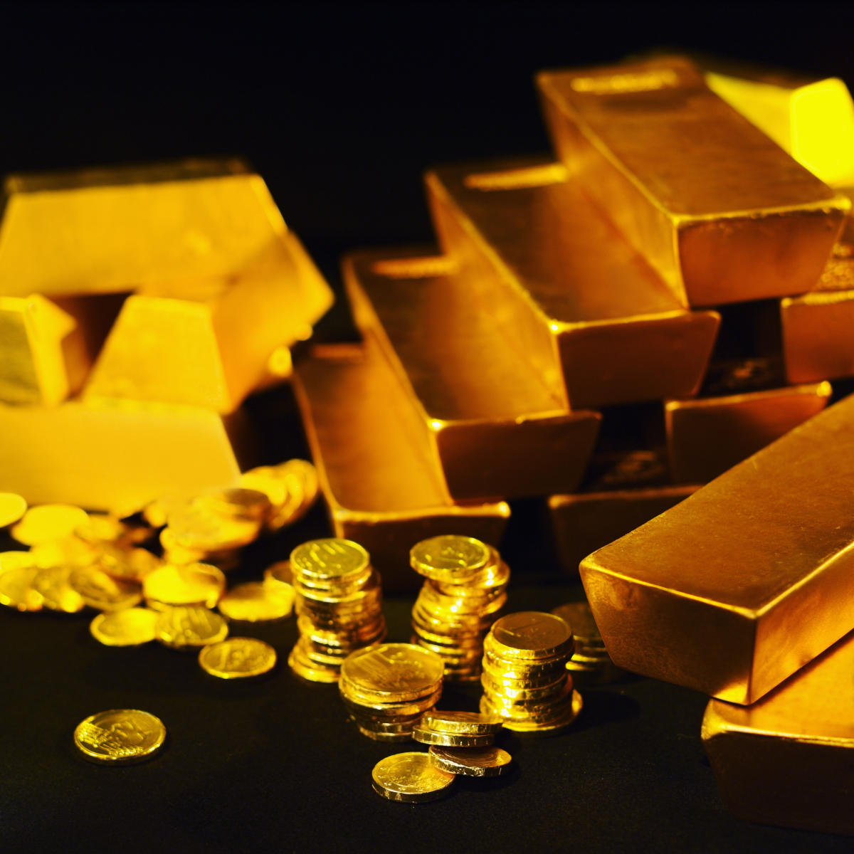 Gold stays weak on global cues, muted demand