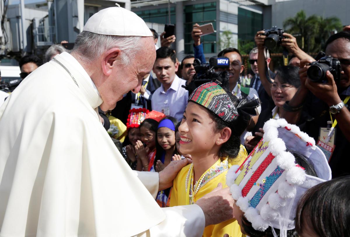 Pope starts Myanmar trip in shadow of Rohingya crisis