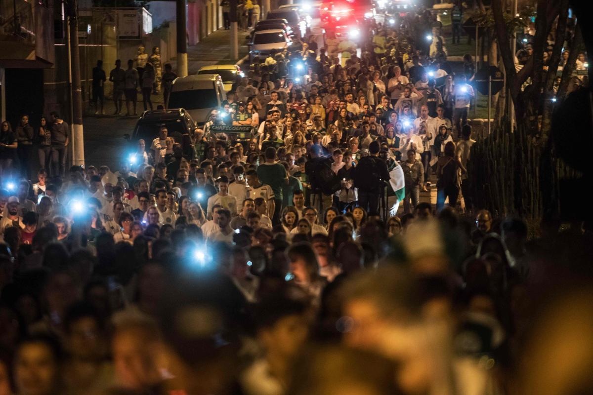 Tributes pour in for Chapecoense crash victims