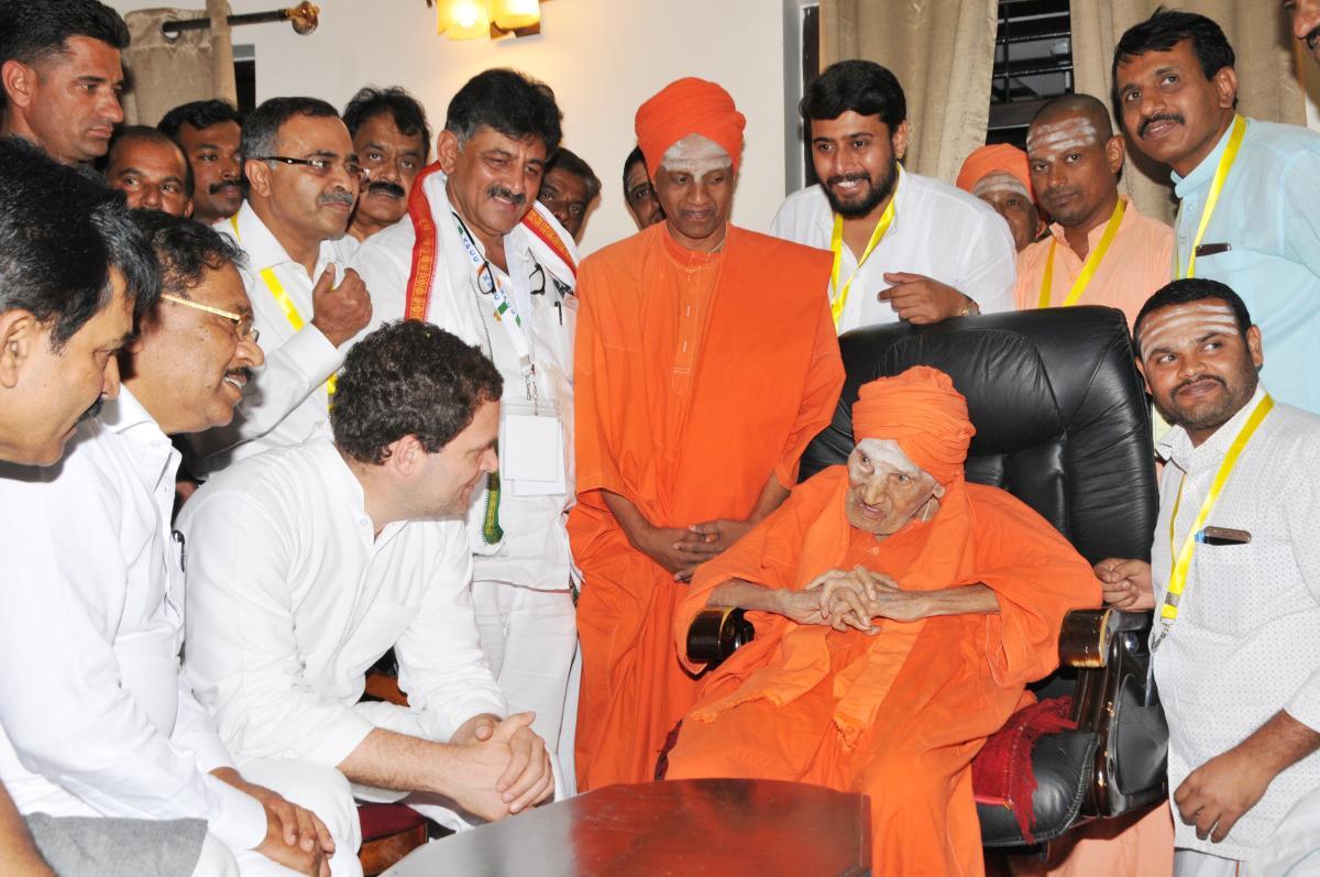 Rahul's 111 roses for Siddaganga seer
