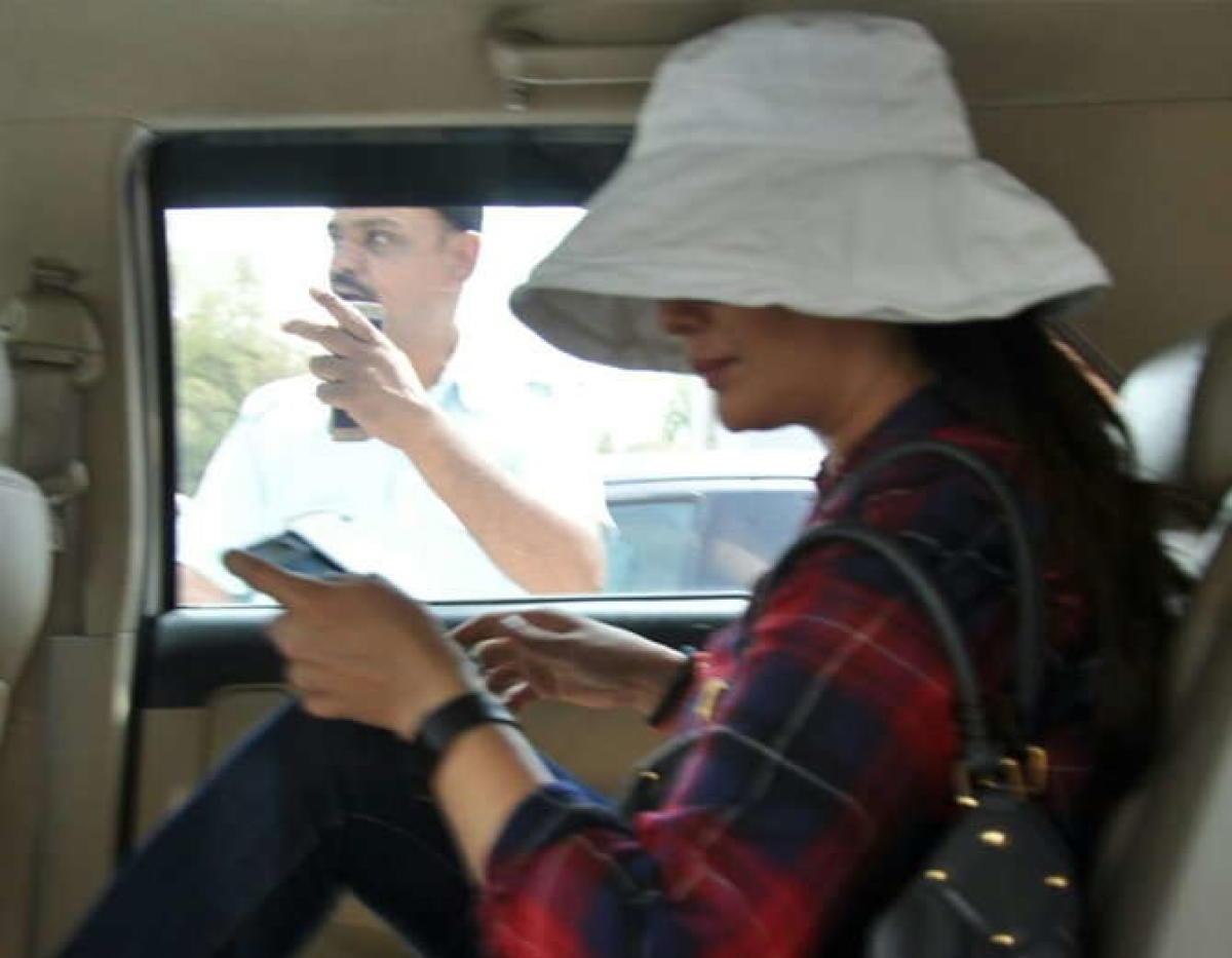 Priety Zinta meets Salman Khan in jail