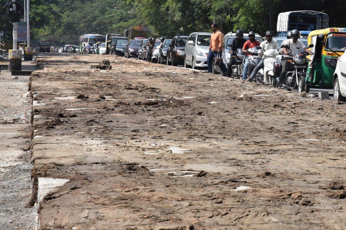 Slow moving traffic due to White Topping work on Kanakapura Road in Bengaluru on Friday. DH Photo by S K Dinesh