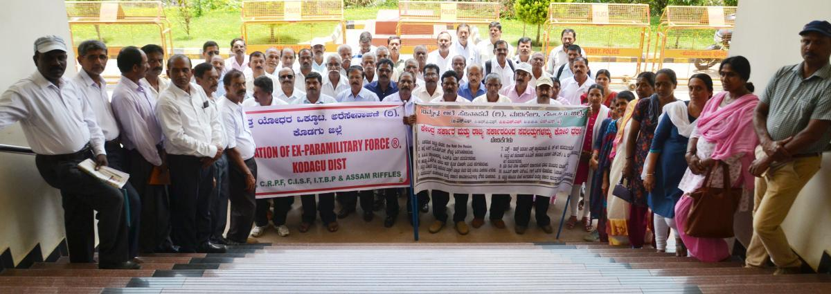 Ex-servicemen demand one rank-one pension scheme for retired personnel, stage protest