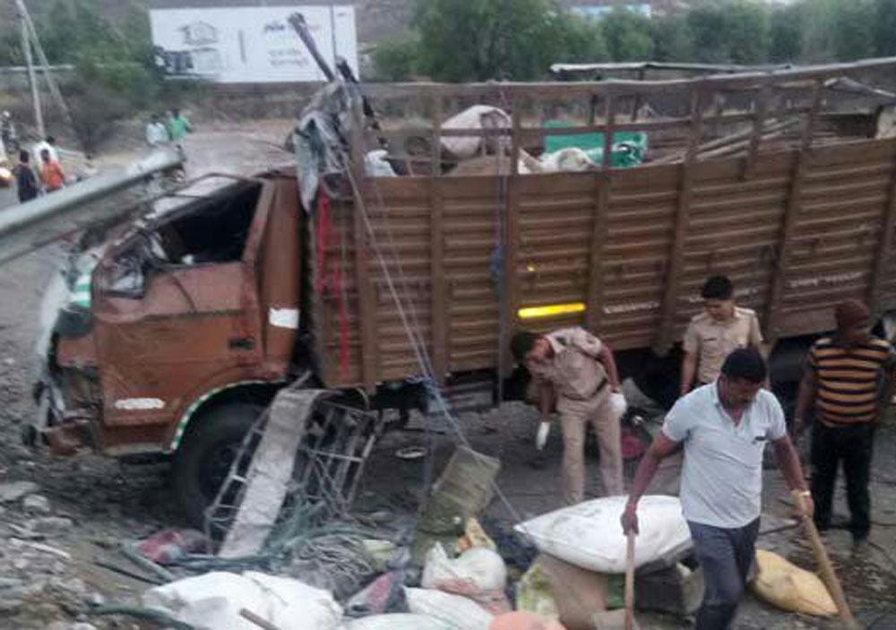 17 killed in road accident in Satara