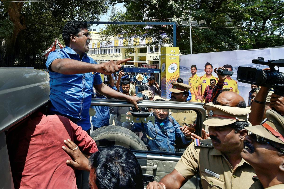 Police chase away protesters trying to disrupt IPL match