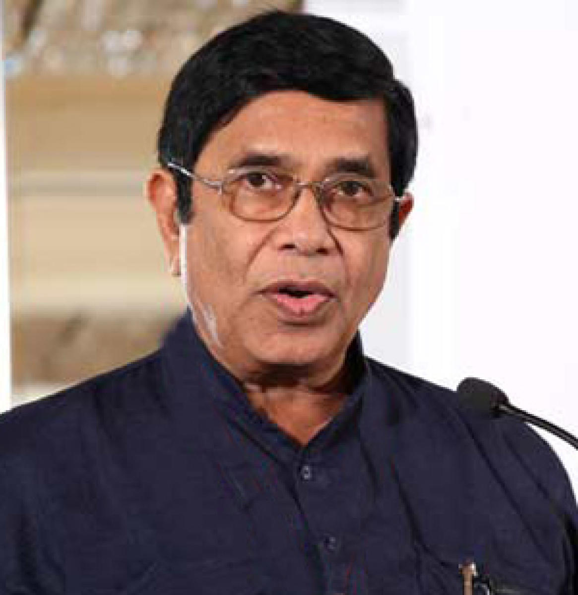 Cong misses 'troubleshooter' Oscar as leaders fight over tickets