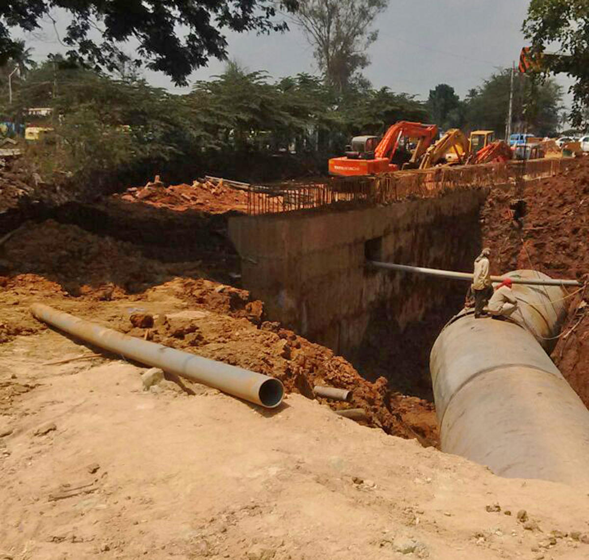 The pipeline being laid in the Varthur lakebed to pump treated water to Kolar.