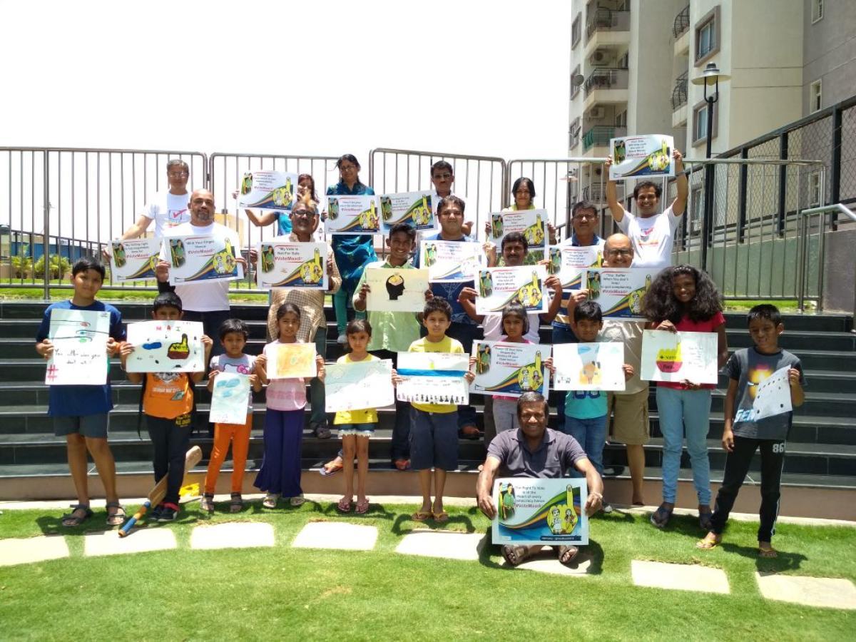 Volunteers of the Jaagruta Matadaara Vedike during an awareness drive at an apartment on Sunday. DH Photo