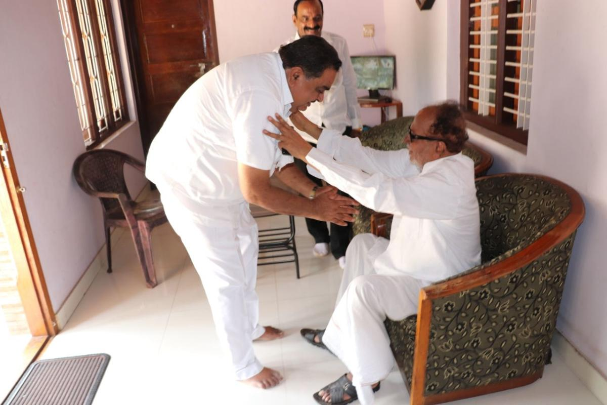 Congress candidate from Bantwal Assembly constituency and District-in-Charge Minister B Ramanath Rai receiving the blessing of former union minister Janardhan Poojary, at Poojary's house in Bantwal on Wednesday.