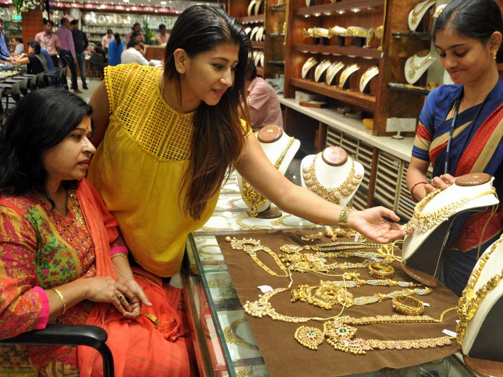 Thousands of people across the city were seen thronging jewellery shops on the occasion of Akshaya Tritiya on Wednesday.It is believed that materials of higher value bought on Akshaya Tritiya day would bring unending prosperity. DH file photo