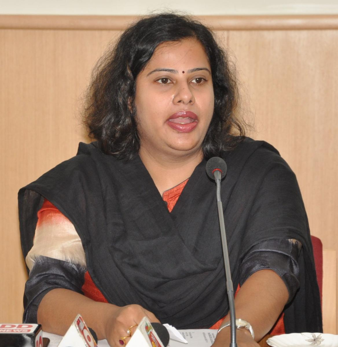 Deputy Commissioner N Manjushri, who is also the election officer, has lodged a complaint at Mandya West police station about receiving a threat call from an unidentified person on her mobile phone, here on Thursday.