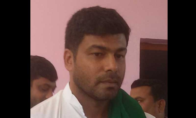Darshan is the son of Karnataka Rajya Raitha Sangha leader and Melukote legislator K S Puttannaiah, who passed away all of a sudden in February. File photo