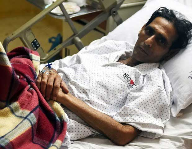 Pakistan's World Cup winning field hockey goalkeeper Mansoor Ahmed onMonday reached out to India for help in securing a heart transplant