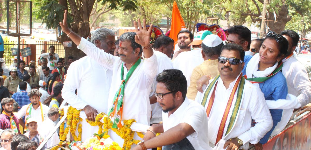 Hubballi-Dharwad Central constituency Congress candidate Mahesh Nalwad waves at his supporters during the roadshow held before he filed the nomination, in Hubballi on Tuesday.